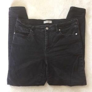 Black high riser skinny skinny jean